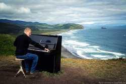 Пианино на берегу