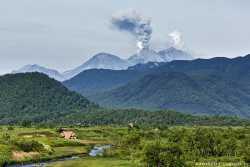 Природный парк в окружении вулканов