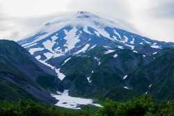 водопад на склоне вулкана