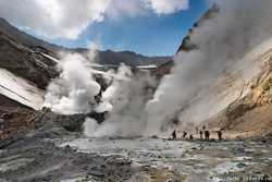 столбы газа в кратере